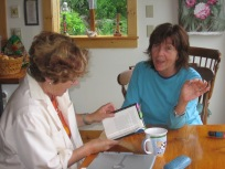 Hinda and Diane confer